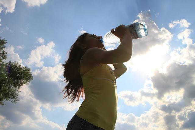 Claros indicios que No estás Bebiendo Suficiente Agua