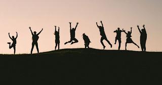 Τι θα συμβεί στη Γη αν όλοι οι άνθρωποι πηδήξουν ταυτόχρονα