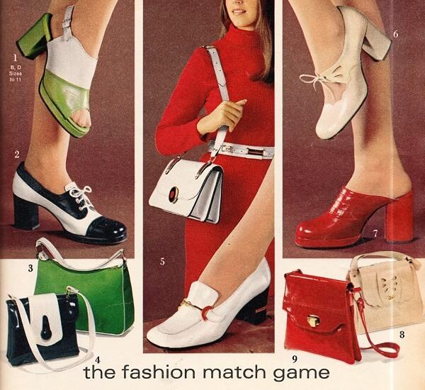 Propaganda dos anos 1970 com bolsas vintage femininas.
