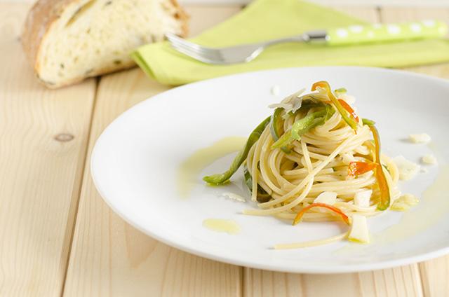 Spaghetti con friggitelli e formaggio di fossa
