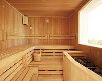Fin hamamı, içi tamamen tahta döşemeli pencereli sauna