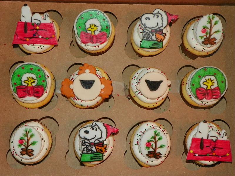 Plumeria Cake Studio: Peanuts And Snoopy Christmas Cupcakes