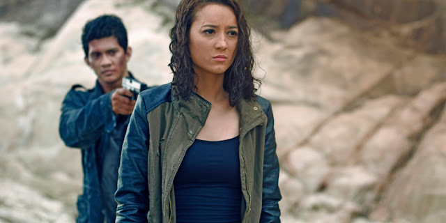 Review film headshot