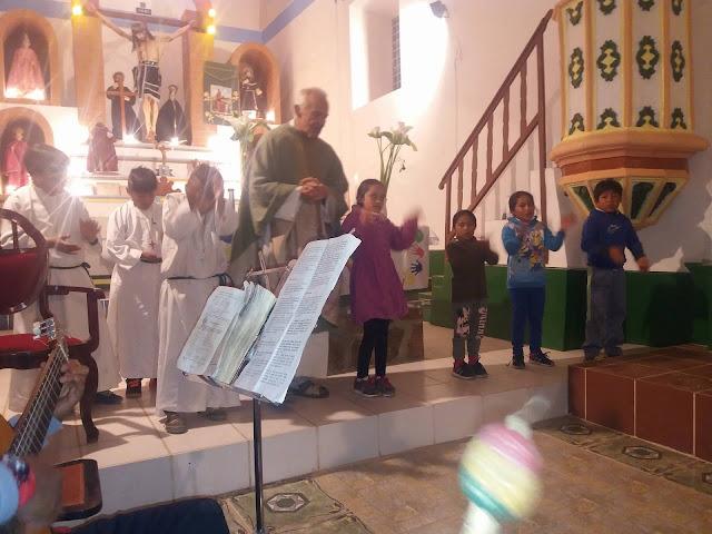 festlicher Gottesdienst in Esmoraca Bolivien