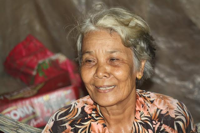 Une autre grand-mère dans le besoin, sa cabane menace de s'ffondrer
