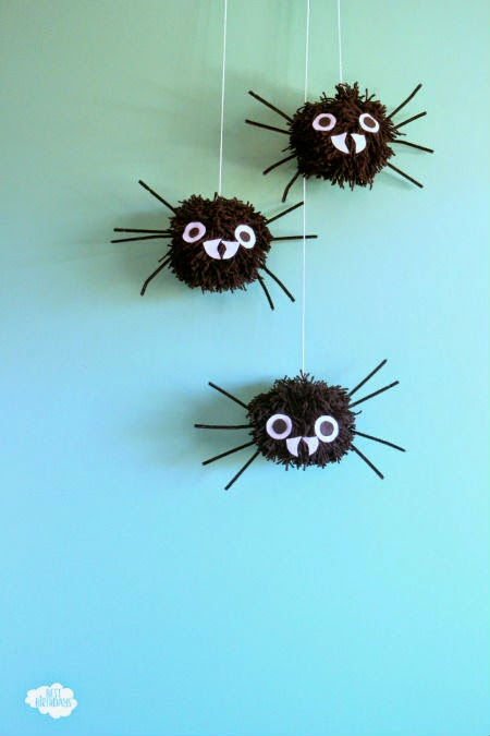 10-minute Giant Pom Pom Spiders