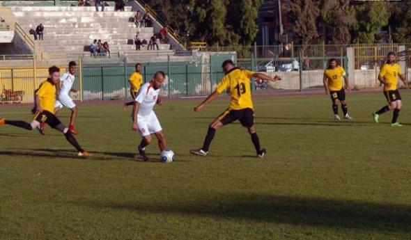 العربي يتغلب على النضال في مباراة ودية بكرة القدم.