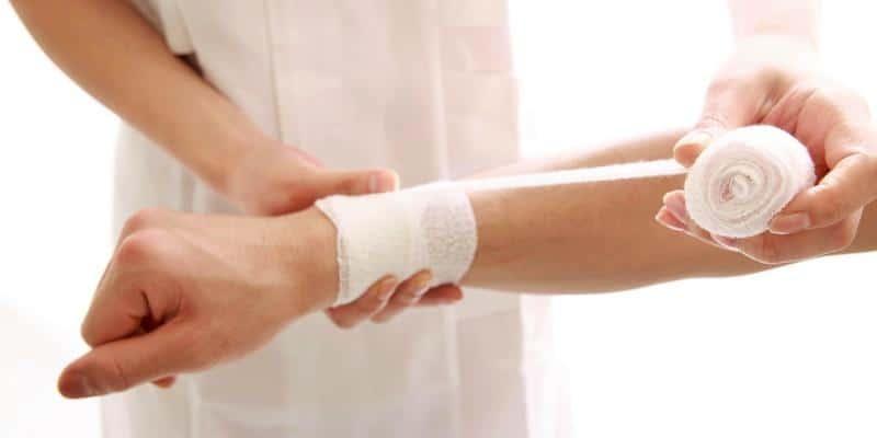 merawat luka lecet