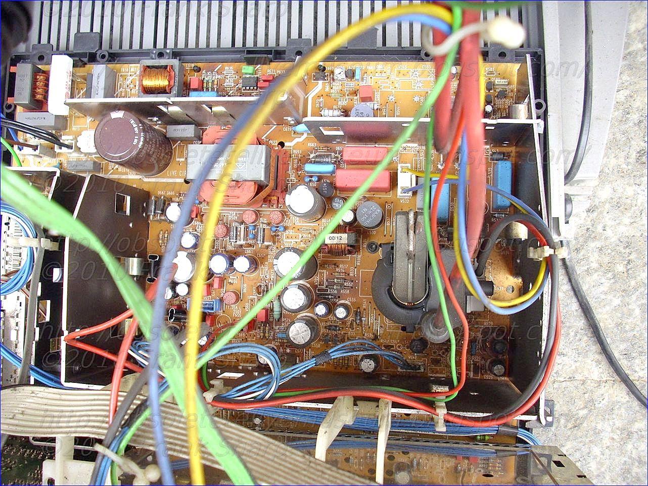 Obsolete Technology Tellye Loewe Cantus 3872zp 59460u72 Chassis 60 Watts Audio Amplifier Circuit Using Tda7296 Class Ab 110q414 V6xx Q4140 Internal View