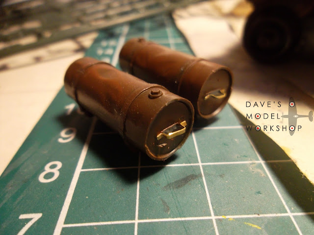Scratchbuilt grab handles on external fuel tanks for my Tamiya SU-122