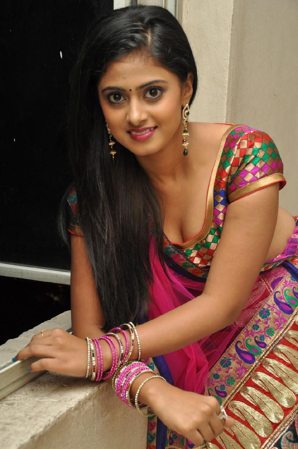 Indian Maid Cleavage Ele cute traditional college girl cleavage show   maalaamaaal