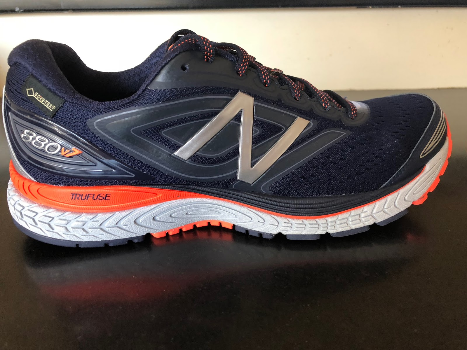 920fe9d3f51be Weight: Non Gore-Tex 880v7 official US M9 11 oz/312 g. GTX version test  sample US M8.5 10.7 oz/304 g. Drop: 10mm. Available now. GTX $135 Standard  $125