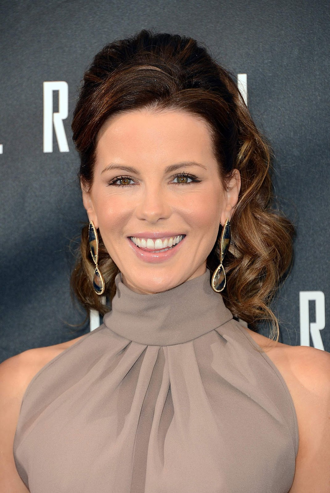 HQ Photos of Kate Beckinsale at Total Recall Photocall in Beverly Hills