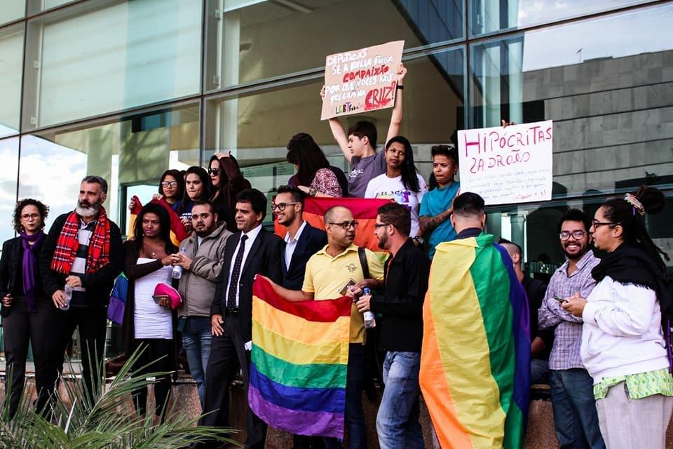 Justiça manda GDF aplicar lei que pune LGBTfobia e dá 180 dias para regulamentar