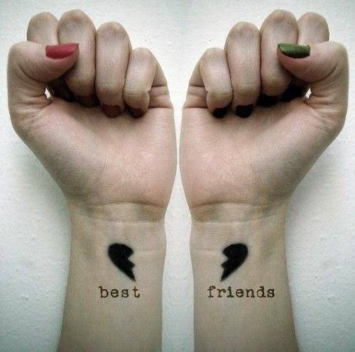Dos tatuajes de amigas a juego