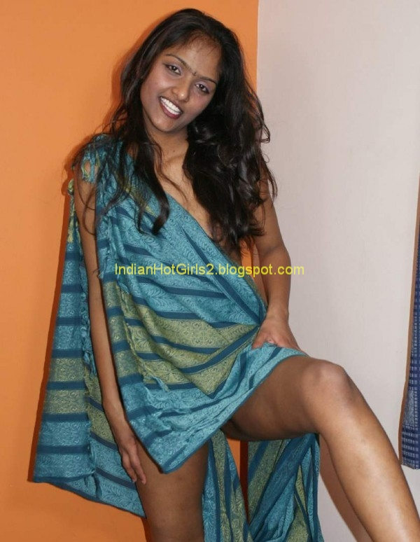 Indian Hot Girls Beautiful Desi Indian Women Posing To -9059