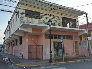 La casa de Matías Ramón Mella convertida en un taller de refrigeración