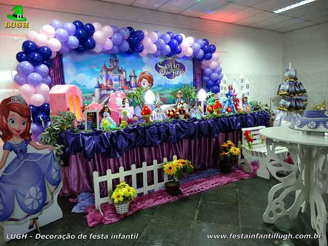 Decoração festa Princesa Sofia - Mesa temática tradicional forrada com tecido em cetim - Barra (RJ)
