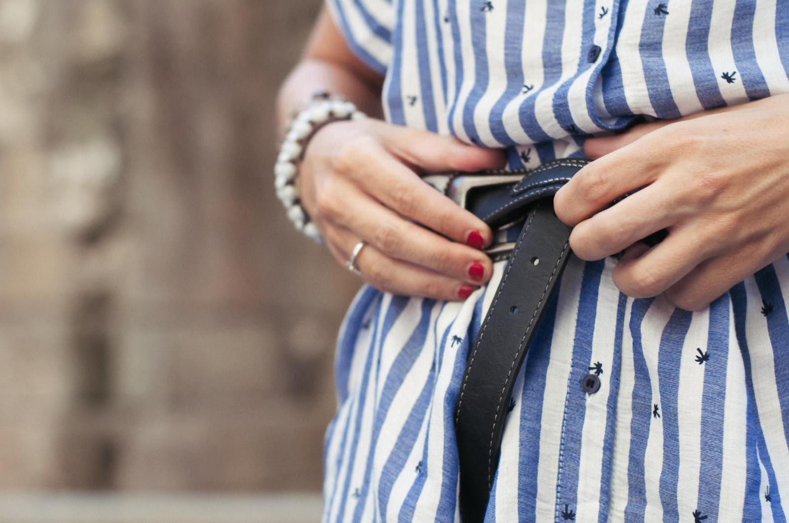 Vestido Zara, sandalias Topshop, cinturón Mango