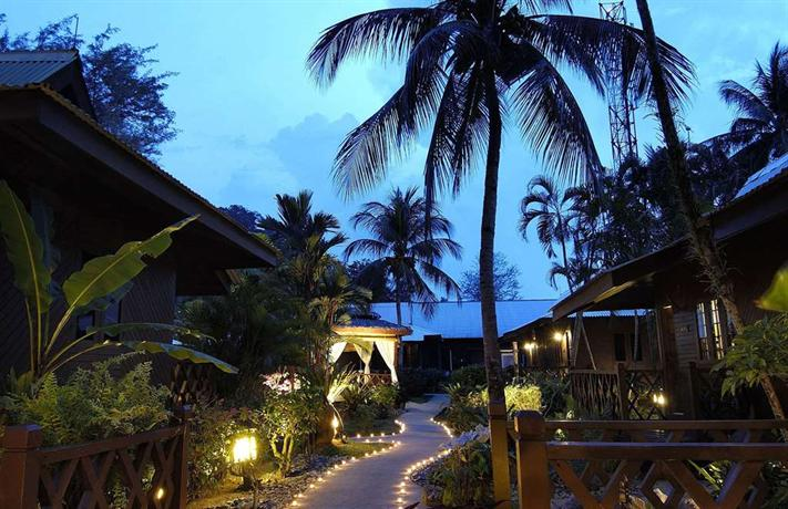 Traveloka, Berjaya Tioman Resort, convenient hotel and flight booking online, Tioman, byrawlins, Rawlins GLAM,