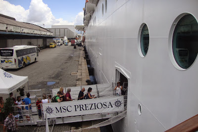 Embarque do MSC Preziosa no porto de Santos