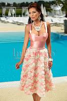 Rochie midi roz cu trandafiri 3D