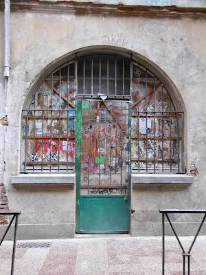 Oiseau en cage, rue de Toulouse, malooka