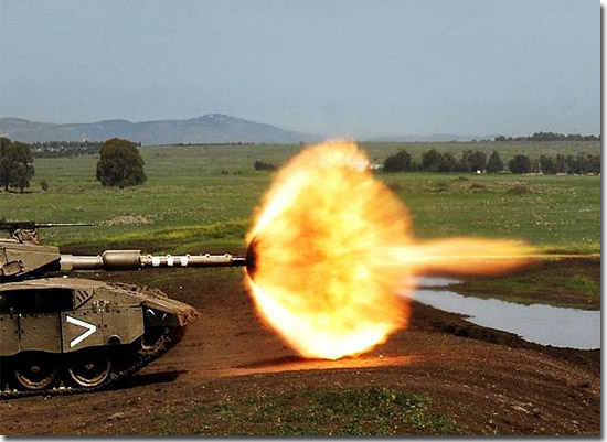 Cenas incríveis que só existiram por alguns segundos - Tanque de guerra atirando