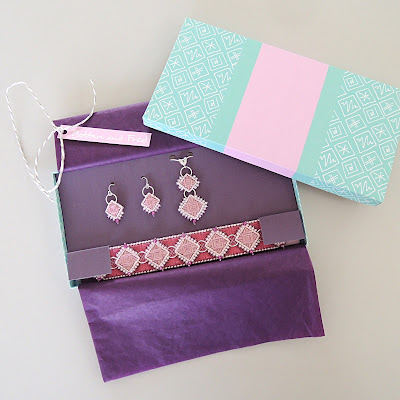 https://sewingwithbobbinandfred.blogspot.co.uk/2017/05/how-to-make-large-presentation-gift-box.html