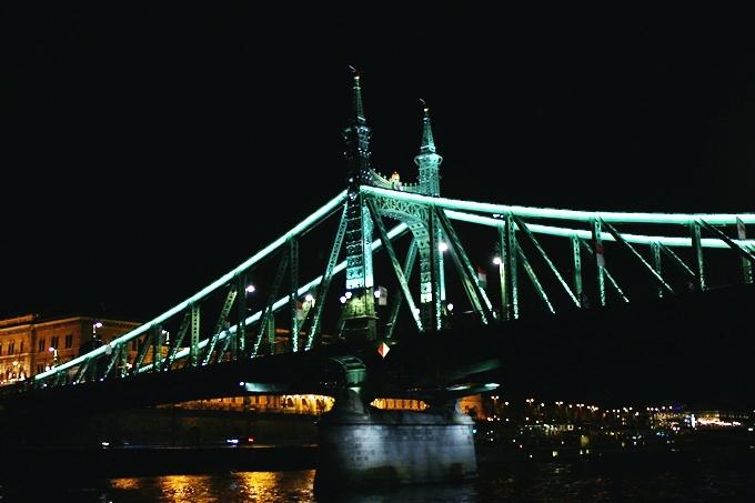 Budimpesta nocu: voznja Dunavom brodom