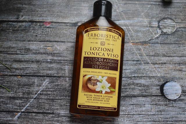 Skincare asiatica con lozione tonica viso all'olio di argan alfaidrossiacidi dei fiori di Erboristica di Athena's dal 1969