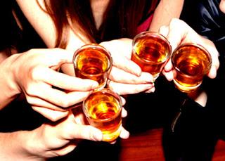 Γι' αυτό πρέπει να πίνετε αλκοόλ σε μικρό ποτήρι!