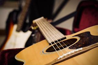 Cara mencari melodi lagu dengan gitar