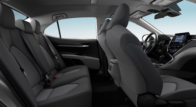 front-backseats-infotainment-system-of-toyota-camry-2021