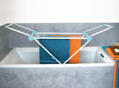 laundry drying rack in bathtub