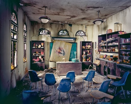 18-Class-Room-Photographer-Lori-Nix-Model-Making-Painting-Photography-www-designstack-co