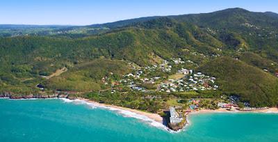 Vue aérienne de Deshaie en  Guadeloupe
