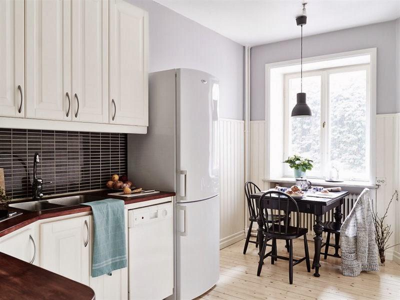 Szare ściany, parkiet i meble w różnych stylach, wystrój wnętrz, wnętrza, urządzanie domu, dekoracje wnętrz, aranżacja wnętrz, inspiracje wnętrz,interior design , dom i wnętrze, aranżacja mieszkania, modne wnętrza, styl skandynawski, białe wnętrza, kuchnia