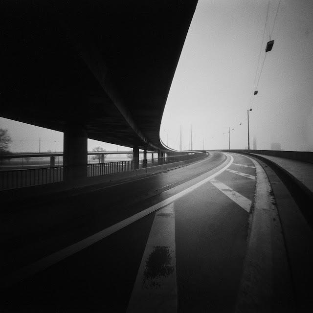 Lochkamerafotografie der Rheinkniebrücke Düsseldorf | 2017