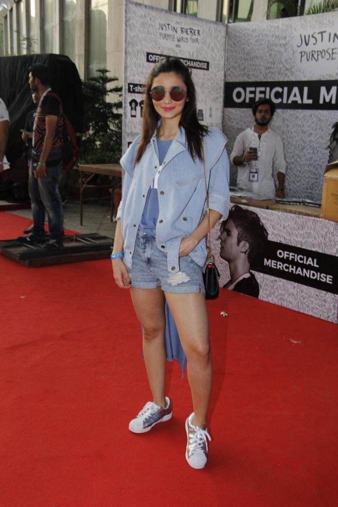 Mumbai Bollywood Celebrities Stills In Blue Mini Short Alia Bhatt