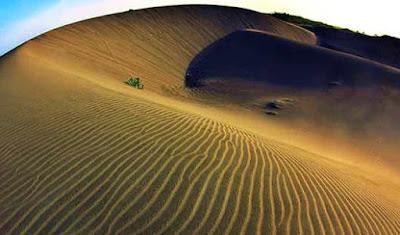 berselancar di gumuk pasir bantul