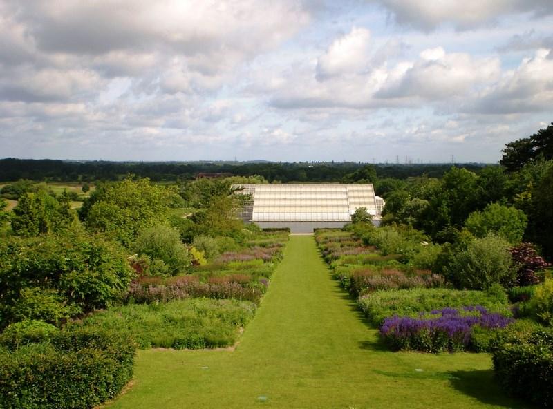doble frontera mixta con herbáceas vivaces y gramíneas ornamentales