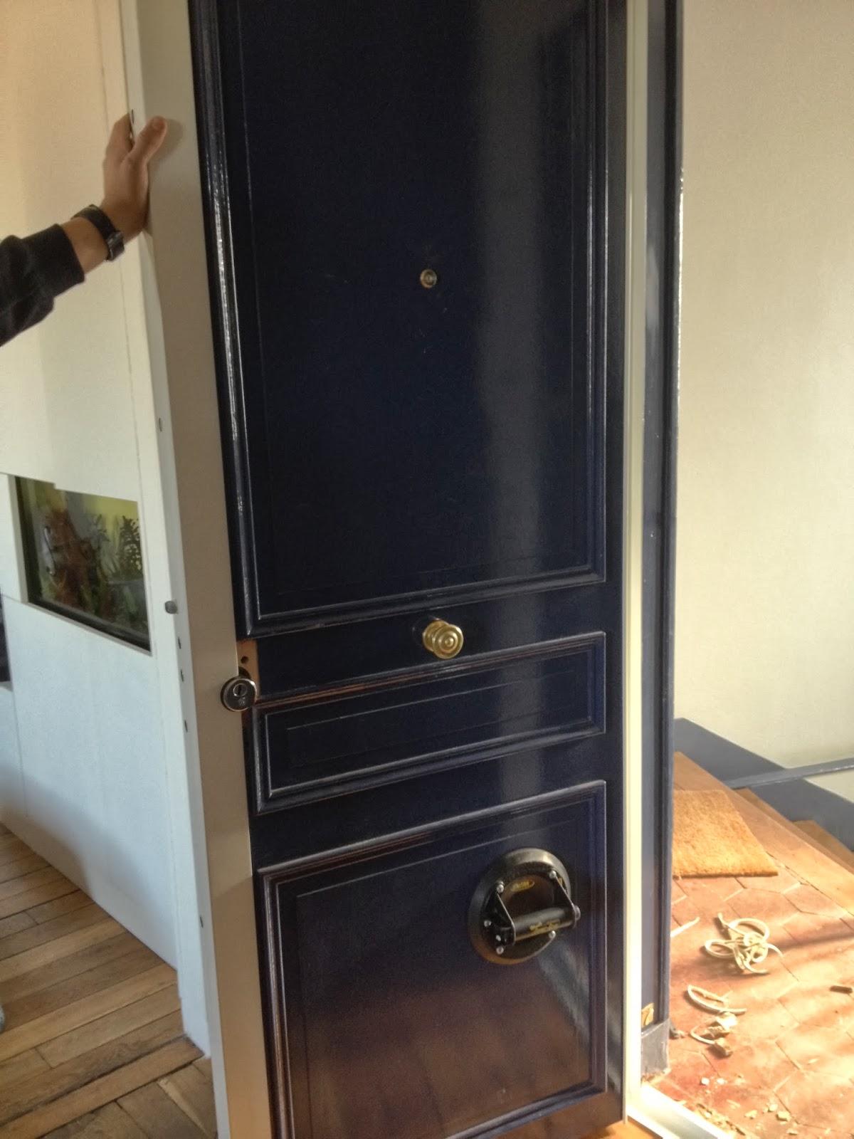 manteau métallique de la porte blindée