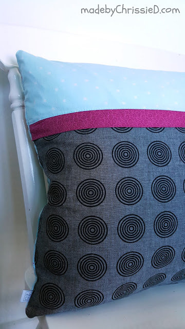 Hidden Zipper Cushion Tute by www.madebyChrissieD.com