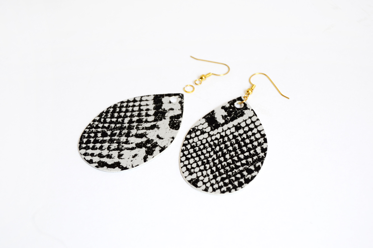make your own teardrop earrings from felt