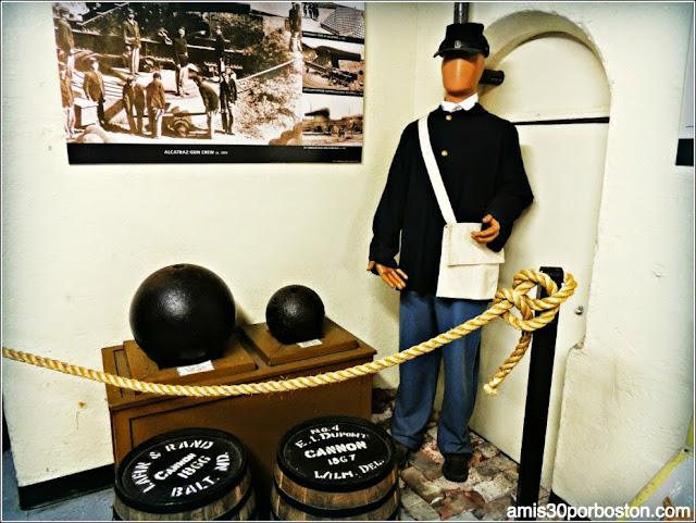 Munición de los Cañones y Uniformes en la Isla de Alcatraz