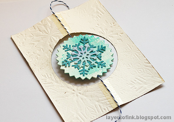 Layers of ink - Interactive Snowflake Spinner Tutorial by Anna-Karin Evaldsson. Assembling the card.