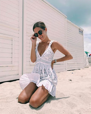 vestido blanco corto  con vuelo de verano