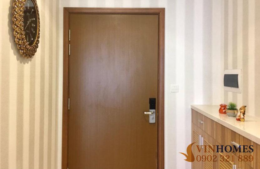 Landmark 1 - Vinhomes cho thuê 3 phòng ngủ full nội thất bao phí | cửa căn hộ