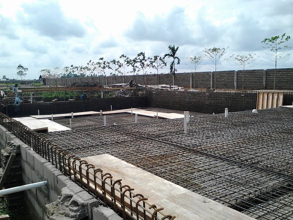 proses pengecoran kolam semi olympic proyek kolam renang